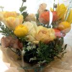 母の誕生日のお花には、「春いっぱいアレンジメント」を