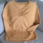 『じっくり編んで永く愛せるニットのふだん着』のくしゅくしゅプルオーバー