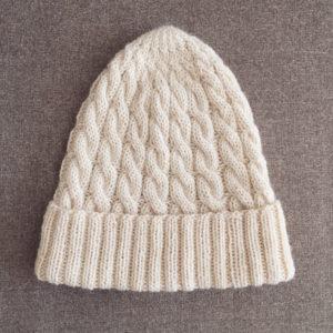 ケーブルのニット帽