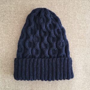 ケーブル編みのニット帽