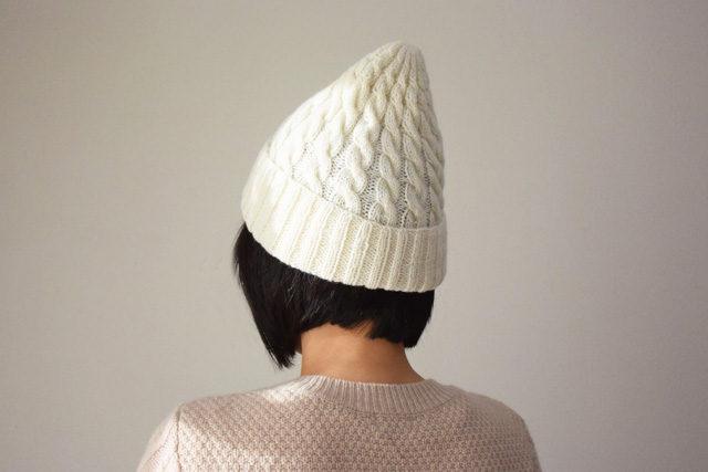 アルパカ混 ケーブル模様のニット帽 オフホワイト