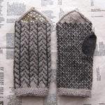 『編みものワードローブ』の「星空と木立のミトン」